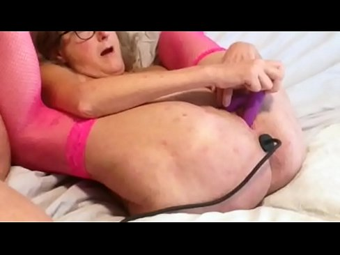 busty white lesbians nude